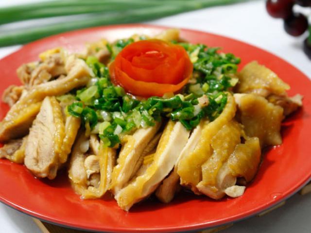 Thịt gà hấp mỡ hành mềm ngọt, béo ngậy ngon không cưỡng nổi