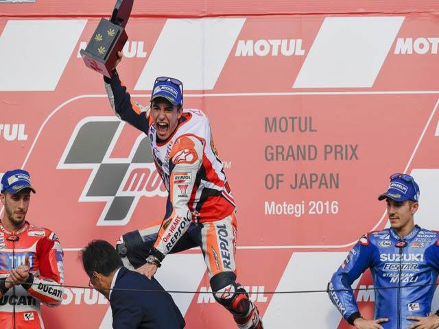 """Đua xe MotoGP: Thủy chiến """"tàn khốc"""", huyền thoại ngã đau đớn 8"""
