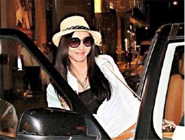 Vợ cũ Tạ Đình Phong thay xế hộp xoành xoạch như thay áo - ảnh 12