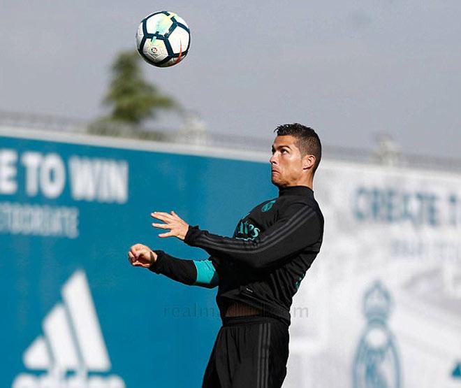 """Real: Benzema trở lại phục vụ, Ronaldo """"tập bắn"""" điên cuồng - 4"""