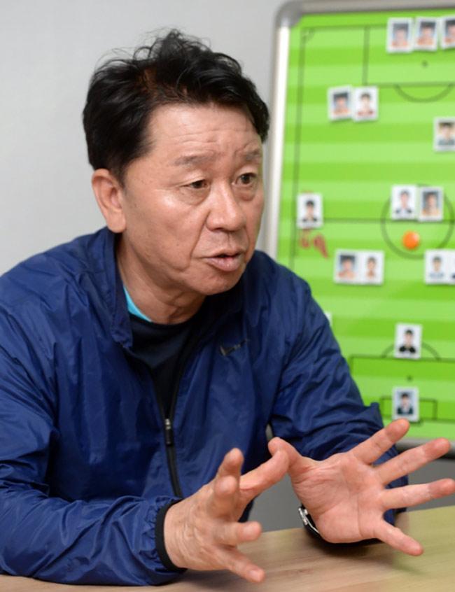 Thầy mới Công Phượng, HLV Park Hang Seo và bầu Đức tung chiêu - ảnh 1