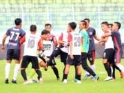 V-League chào thua: Cầu thủ Indonesia ẩu đả, đánh trọng tài, 1 CĐV thiệt mạng