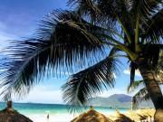 """Ở Nha Trang có một bãi biển đẹp  """" thần sầu """" , chẳng kém gì Hawai"""