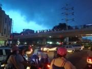 """Sài Gòn  """" hứng """"  mưa lớn kèm sấm chớp kinh hoàng"""