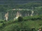 Tin tức trong ngày - Hãi hùng nhìn cảnh thác nước khổng lồ trước khi gây ra vụ lở đất ở Hòa Bình