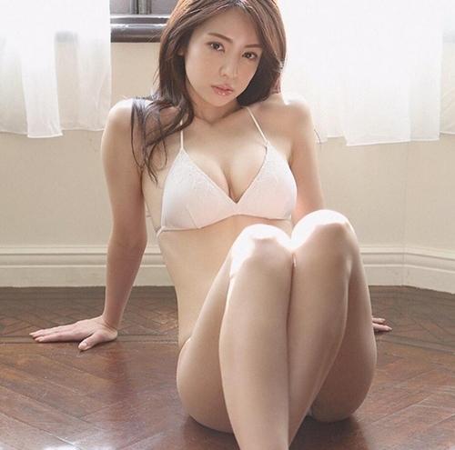 Phụ nữ Nhật làm gì để có khuôn ngực khiến mày râu ngày nhớ đêm mong? - 4