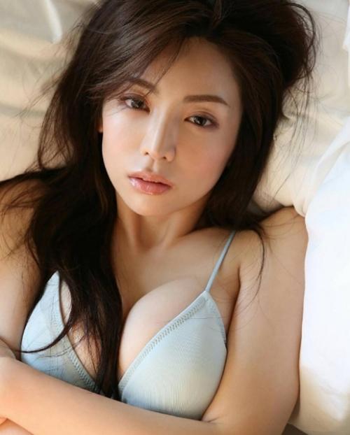 Phụ nữ Nhật làm gì để có khuôn ngực khiến mày râu ngày nhớ đêm mong? - 5
