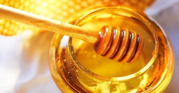 Treo mình giữa vực sâu để tìm loại mật ong
