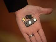 Giải pháp chống lừa đảo qua mạng chỉ bằng... USB