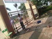 Vĩnh Phúc: Phụ huynh tố nhà trường thờ ơ khi học sinh bị cổng đè gãy xương