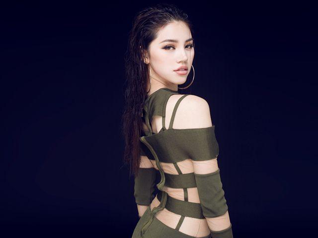 """""""Tiểu thư hội con nhà giàu Việt"""" chi gần 1 tỷ cho đồ hiệu đi Seoul Fashion Week"""