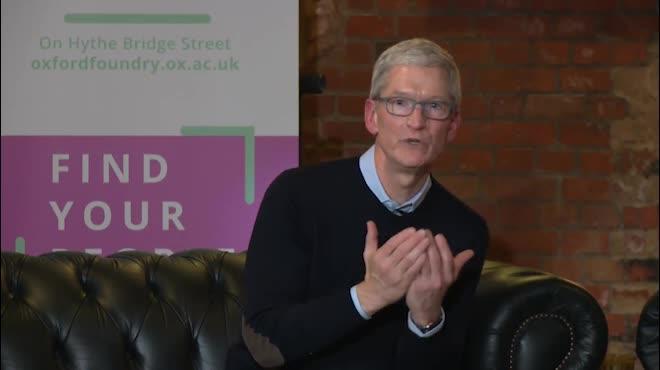 Video tiết lộ Tim Cook đang sử dụng iPhone X