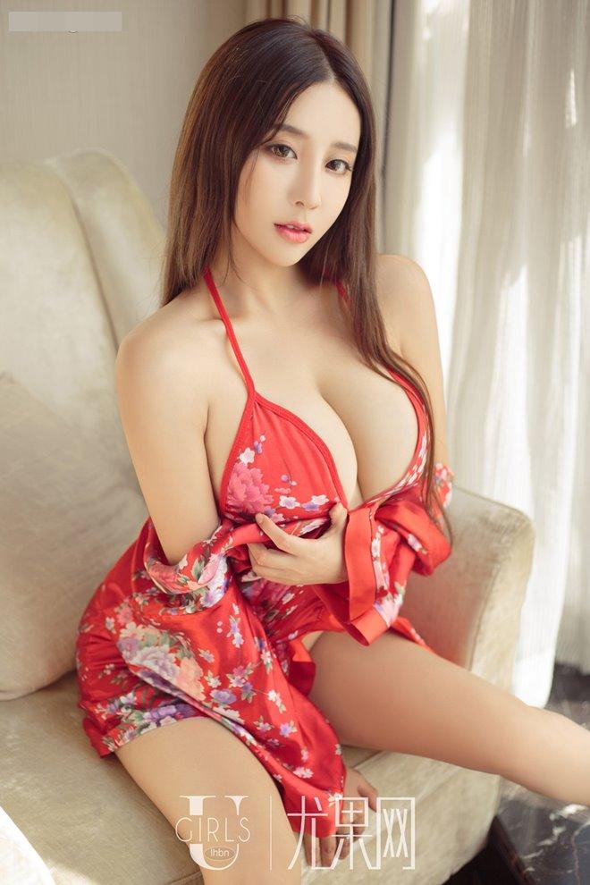 """Từ gái quê, mỹ nhân này vụt trở thành """"thánh nữ siêu vòng 1"""" của Trung Quốc"""