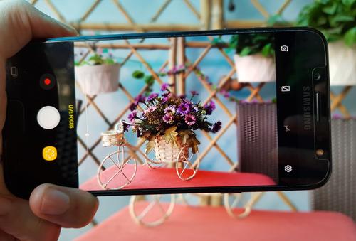 """Đánh giá Samsung Galaxy J7+: Thân hình nhỏ, """"bảo bối"""" lớn - 7"""