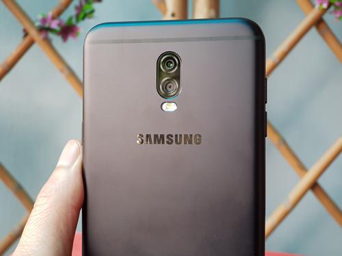 """Đánh giá Samsung Galaxy J7+: Thân hình nhỏ, """"bảo bối"""" lớn - 6"""