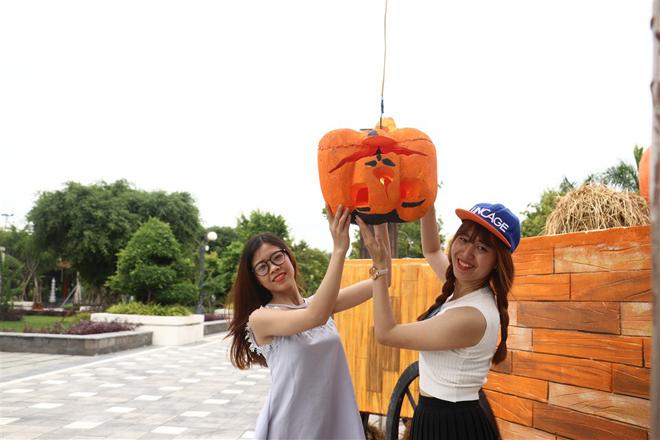 """Lạc vào """"Vương quốc bí ngô"""" kỳ ảo mùa Halloween tại Sun World Danang Wonders - 5"""