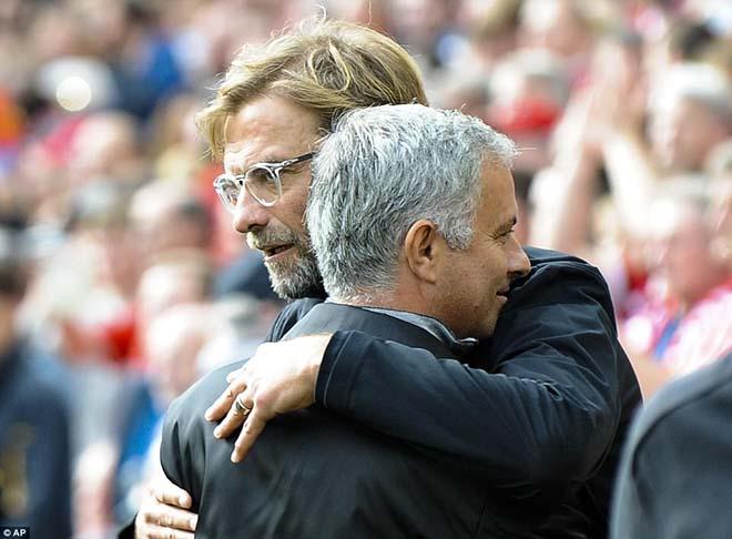 """MU - Mourinho: """"Mèo to bắt chuột nhỏ"""", đừng mong vô địch 2"""
