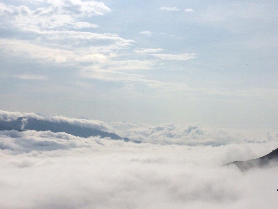 """Vẻ đẹp ngỡ ngàng """"đại dương"""" mây trắng trên đỉnh Tà Xùa - 1"""