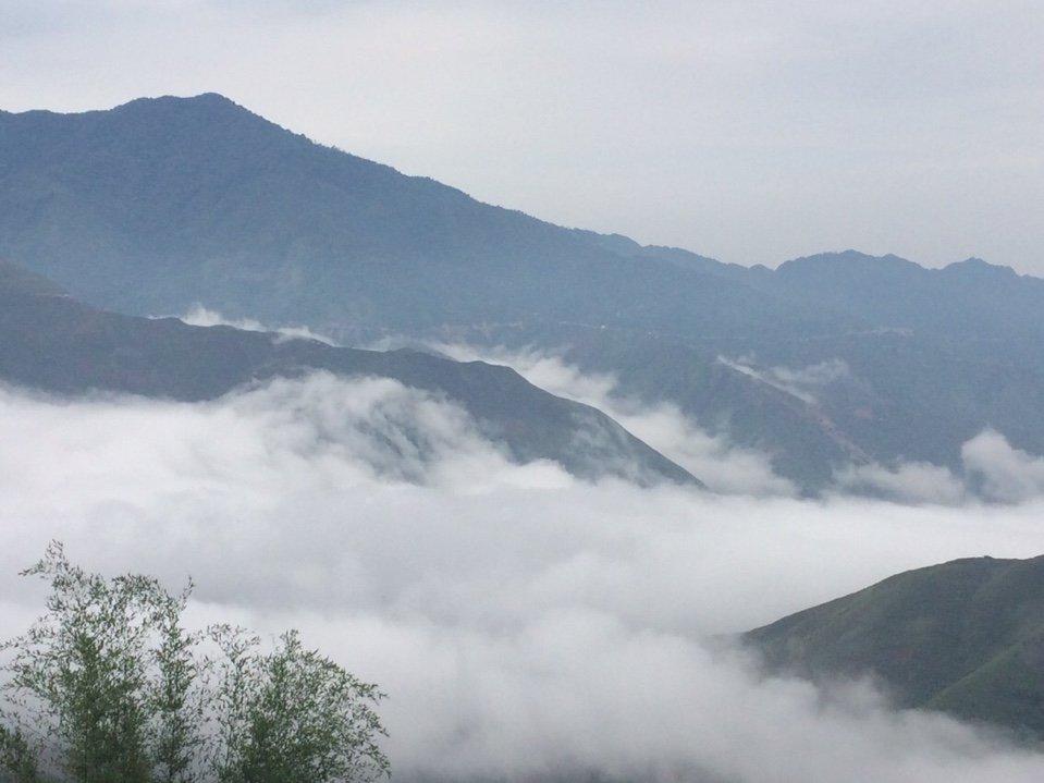 """Vẻ đẹp ngỡ ngàng """"đại dương"""" mây trắng trên đỉnh Tà Xùa - 4"""