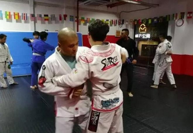 Võ Trung Quốc dậy sóng: Cao thủ Thái Cực thua Từ Hiểu Đông đi học MMA 2