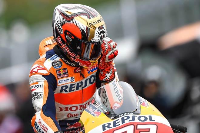"""Đua xe MotoGP: Thủy chiến """"tàn khốc"""", huyền thoại ngã đau đớn 1"""