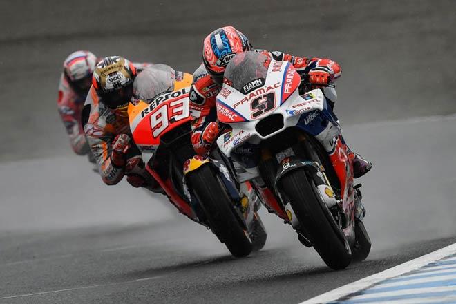 """Đua xe MotoGP: Thủy chiến """"tàn khốc"""", huyền thoại ngã đau đớn 2"""