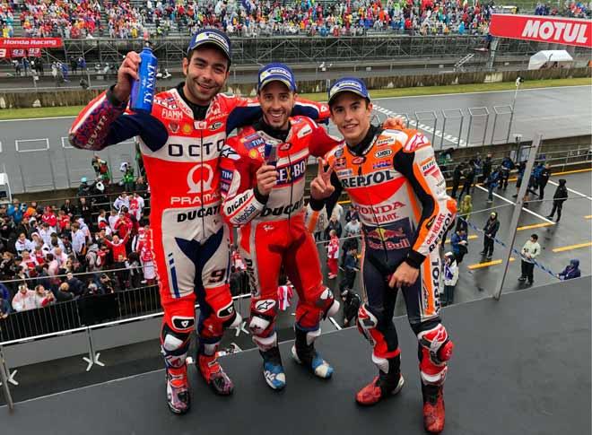 """Đua xe MotoGP: Thủy chiến """"tàn khốc"""", huyền thoại ngã đau đớn 4"""
