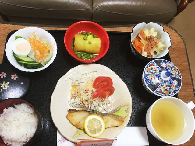 Choáng với mâm cơm ở cữ không khác gì nhà hàng của các mẹ Nhật