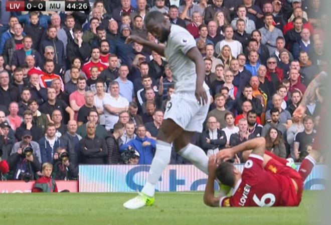 MU: Lukaku thoát án đá vào mặt Lovren, Liverpool cay cú 1