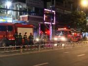 Dân nhậu tháo chạy tán loạn trong đêm vì  bà hỏa