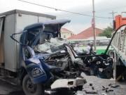 Đầu xe tải  biến mất  sau va chạm khủng khiếp, 1 người tử vong
