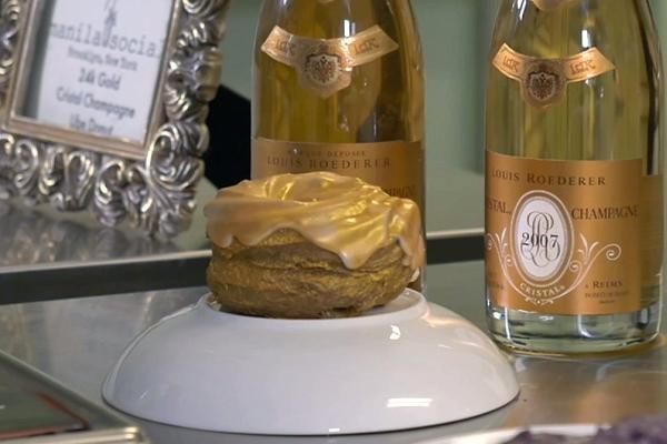 Giới siêu giàu: Ăn bánh dát vàng, được giao hàng bằng xe Rolls Royce - 4
