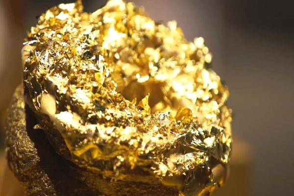 Giới siêu giàu: Ăn bánh dát vàng, được giao hàng bằng xe Rolls Royce - 6