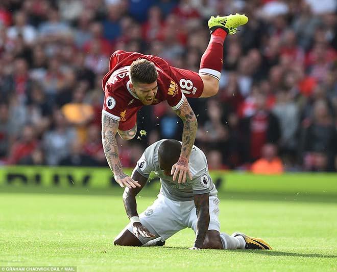 """Mourinho tính bỏ MU: Khó ở vì bị sếp lớn """"chọc ngoáy"""" 1"""