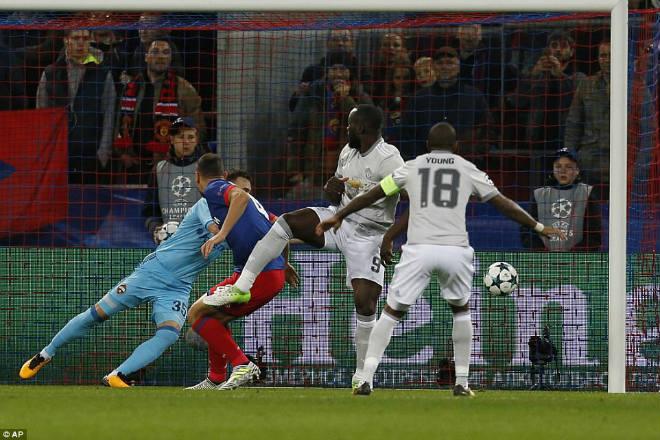 """Benfica - MU: Mourinho sửa sai, quyết bẻ cánh """"Đại bàng"""" 2"""