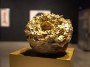 Giới siêu giàu: Ăn bánh dát vàng, được giao hàng bằng xe Rolls Royce