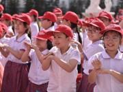 Hơn 2.000 học sinh đồng diễn điệu nhảy rửa tay với xà phòng