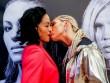 """Boxing: Nữ vương xinh đẹp đỏ mặt vì bị đối thủ tung chiêu  """" nhạy cảm """""""