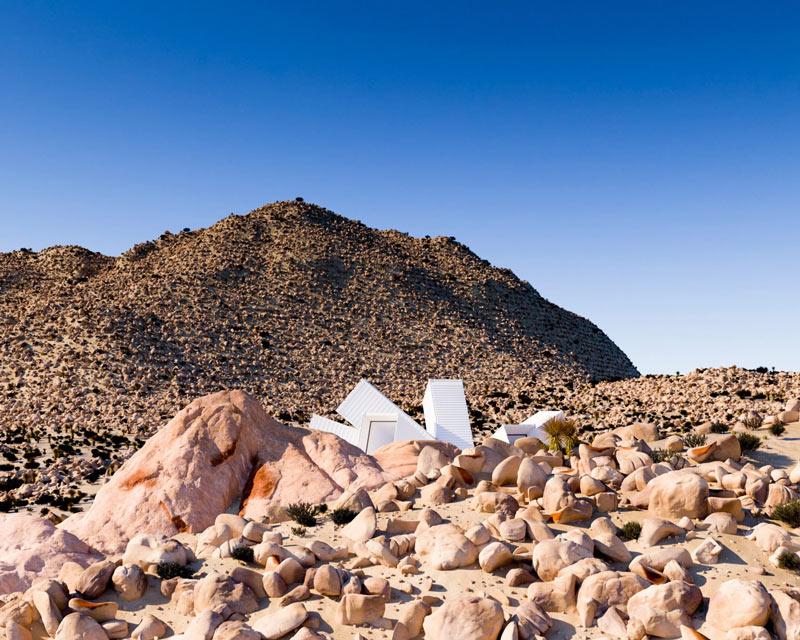 Nhìn tưởng pháo đài xấu xí nhưng thực ra lại là căn hộ tuyệt đẹp giữa sa mạc - 2