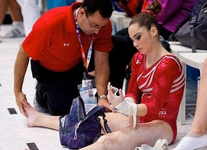Bàng hoàng: Người đẹp Mỹ vô địch Olympic bị quấy rối tình dục 1