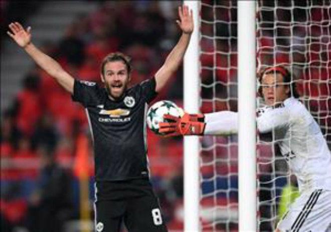 """MU bất bại, Mourinho vẫn dễ """"bay ghế"""" vì người cũ Barca 1"""