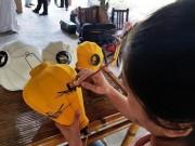 Tỉ mỉ từng họa tiết làm lồng đèn Hội An tặng khách APEC