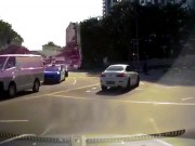 Xe ma  bất ngờ xuất hiện gây tai nạn trên đường phố Singapore?