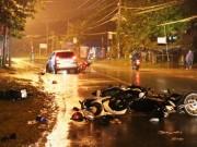 Ô tô  điên  tông 6 xe máy, 9 người nằm bất động trên đường
