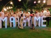 Ghen tỵ với màn cầu hôn của chàng trai Việt và bạn gái Lào