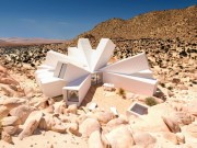 Nhìn tưởng pháo đài xấu xí nhưng thực ra lại là căn hộ tuyệt đẹp giữa sa mạc