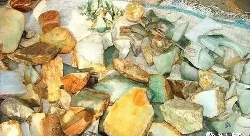 Choáng: Ngọc phỉ thúy thô ở Myanmar bán đổ đống như rau ngoài chợ - 3