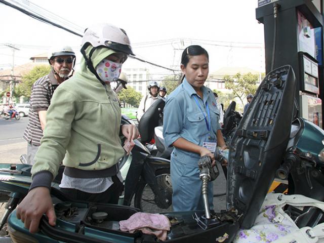 Xăng dầu đồng loạt hạ giá trong ngày Phụ nữ Việt Nam