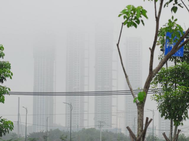Sương mù dày đặc xuất hiện ở SG, gần trưa vẫn không hết