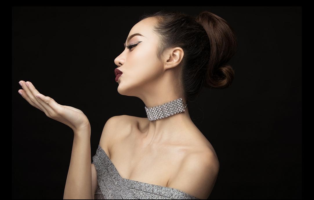 Hậu dao kéo, hoa hậu Việt này ngày càng tự tin khoe vòng 1 nóng bỏng - 2